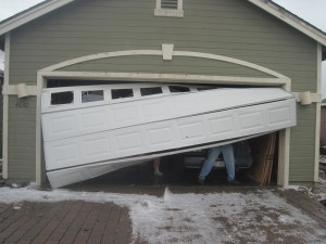 garage-door-crashed-repair-service-lannon-wi