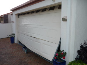 repair-damaged-garage-door-pewaukee-wi